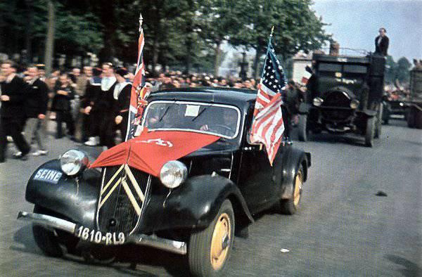 1400885383_parad.-26-avgusta-1944-g.-4.jpg