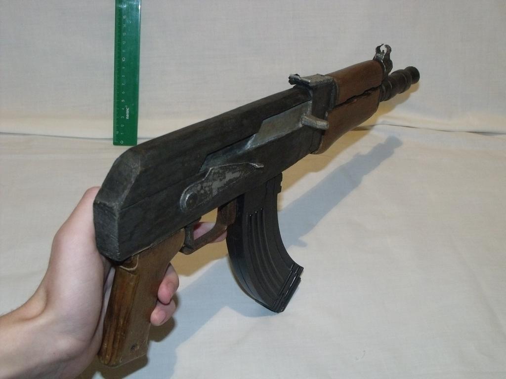 Mакеты оружия из дерева ( АКС - 74 У ) видео